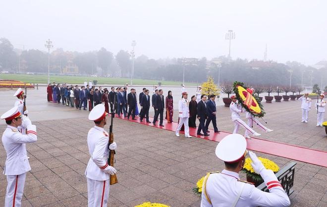 Hình ảnh các đoàn đại biểu vào Lăng viếng Chủ tịch Hồ Chí Minh - Ảnh 11.