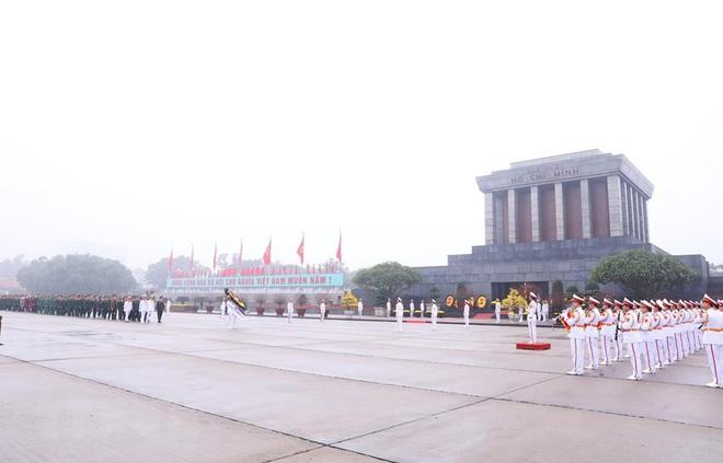 Hình ảnh các đoàn đại biểu vào Lăng viếng Chủ tịch Hồ Chí Minh - Ảnh 12.