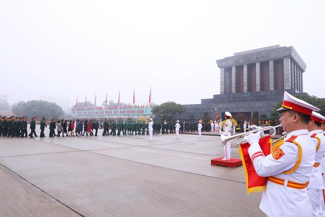 Hình ảnh các đoàn đại biểu vào Lăng viếng Chủ tịch Hồ Chí Minh - Ảnh 13.