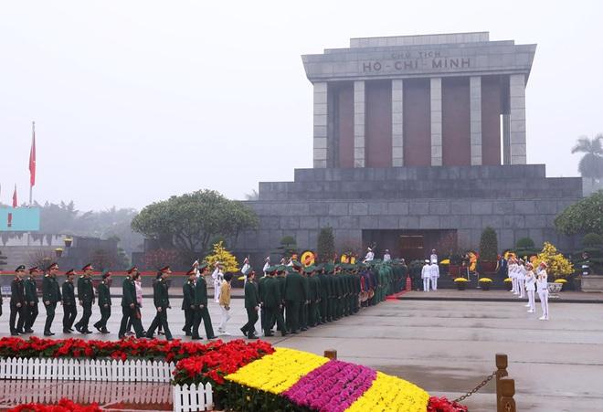 Hình ảnh các đoàn đại biểu vào Lăng viếng Chủ tịch Hồ Chí Minh - Ảnh 14.