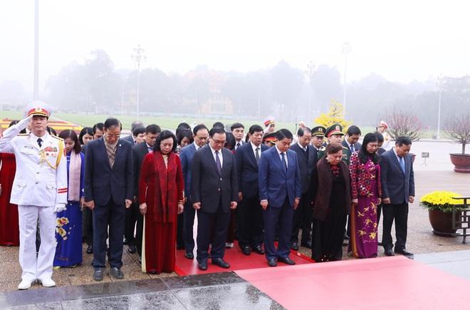 Hình ảnh các đoàn đại biểu vào Lăng viếng Chủ tịch Hồ Chí Minh - Ảnh 5.