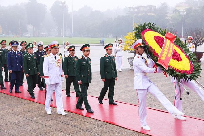 Hình ảnh các đoàn đại biểu vào Lăng viếng Chủ tịch Hồ Chí Minh - Ảnh 6.
