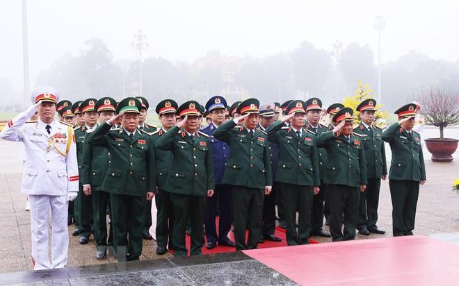 Hình ảnh các đoàn đại biểu vào Lăng viếng Chủ tịch Hồ Chí Minh - Ảnh 8.