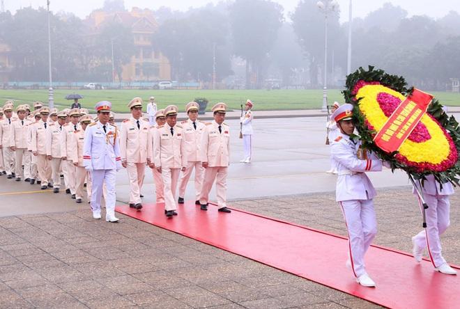 Hình ảnh các đoàn đại biểu vào Lăng viếng Chủ tịch Hồ Chí Minh - Ảnh 9.