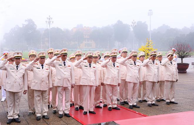 Hình ảnh các đoàn đại biểu vào Lăng viếng Chủ tịch Hồ Chí Minh - Ảnh 10.