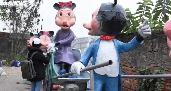 Độc đáo gia đình chuột khổng lồ nắm tay nhau dạo phố Hải Phòng - Ảnh 9.