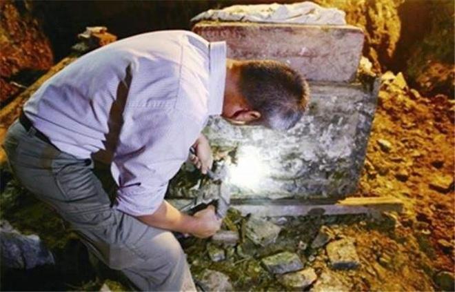 Truyền thuyết kỳ lạ chiếc quan tài vàng khai quật 10 năm nhưng chưa từng được mở ra - Ảnh 1.