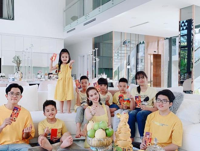 Đại gia đình Ngọc Trinh đón năm mới trong căn biệt thự 2 triệu đô - Ảnh 6.