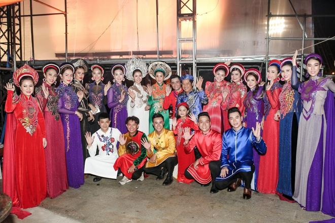 Hoa hậu Phan Thu Quyên xinh đẹp, thướt tha trong áo dài của NTK Nhật Dũng - Ảnh 2.