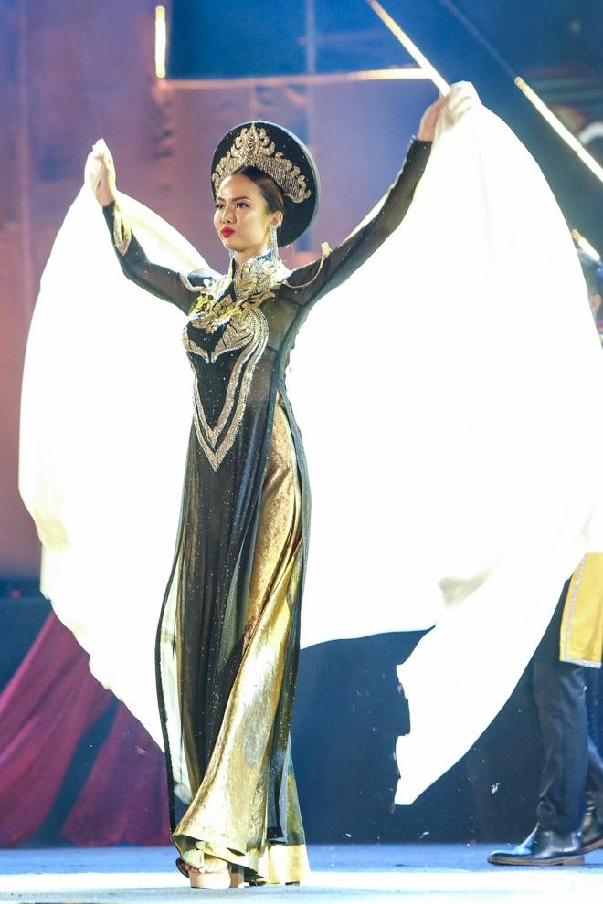 Hoa hậu Phan Thu Quyên xinh đẹp, thướt tha trong áo dài của NTK Nhật Dũng - Ảnh 9.