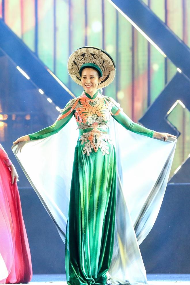 Hoa hậu Phan Thu Quyên xinh đẹp, thướt tha trong áo dài của NTK Nhật Dũng - Ảnh 6.