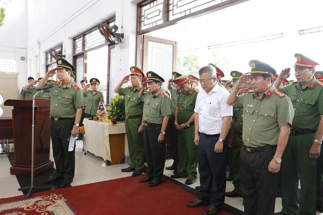 Bộ Công an thăng cấp hàm cho cảnh sát khu vực bị đâm vào ngày 30 Tết - ảnh 1