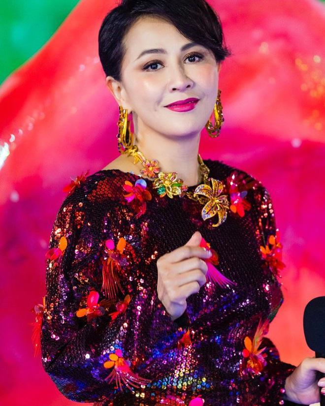 Lưu Gia Linh, Dương Mịch, Angelababy rạng ngời đón xuân - Ảnh 1.
