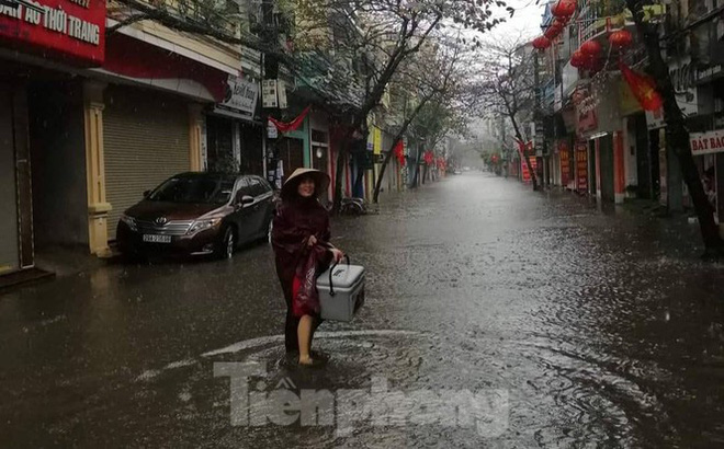 Nam Định ngập sâu, người dân thúc thủ trong nhà ngày mùng 1 Tết - Ảnh 11.