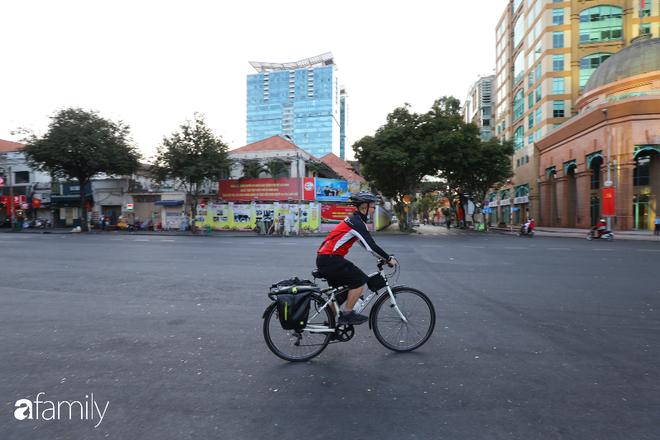 Chùm ảnh cực phẩm 1 năm chỉ có 1 lần cảnh đường phố Sài Gòn vắng vẻ khác lạ, cảm giác quá đỗi thanh bình vào sáng mùng 1 Tết - ảnh 15