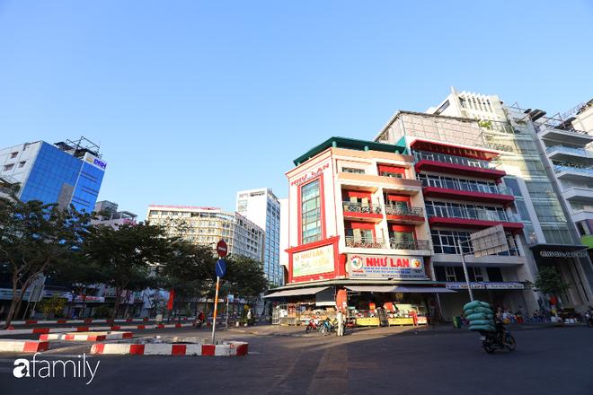 Chùm ảnh cực phẩm 1 năm chỉ có 1 lần cảnh đường phố Sài Gòn vắng vẻ khác lạ, cảm giác quá đỗi thanh bình vào sáng mùng 1 Tết - ảnh 23