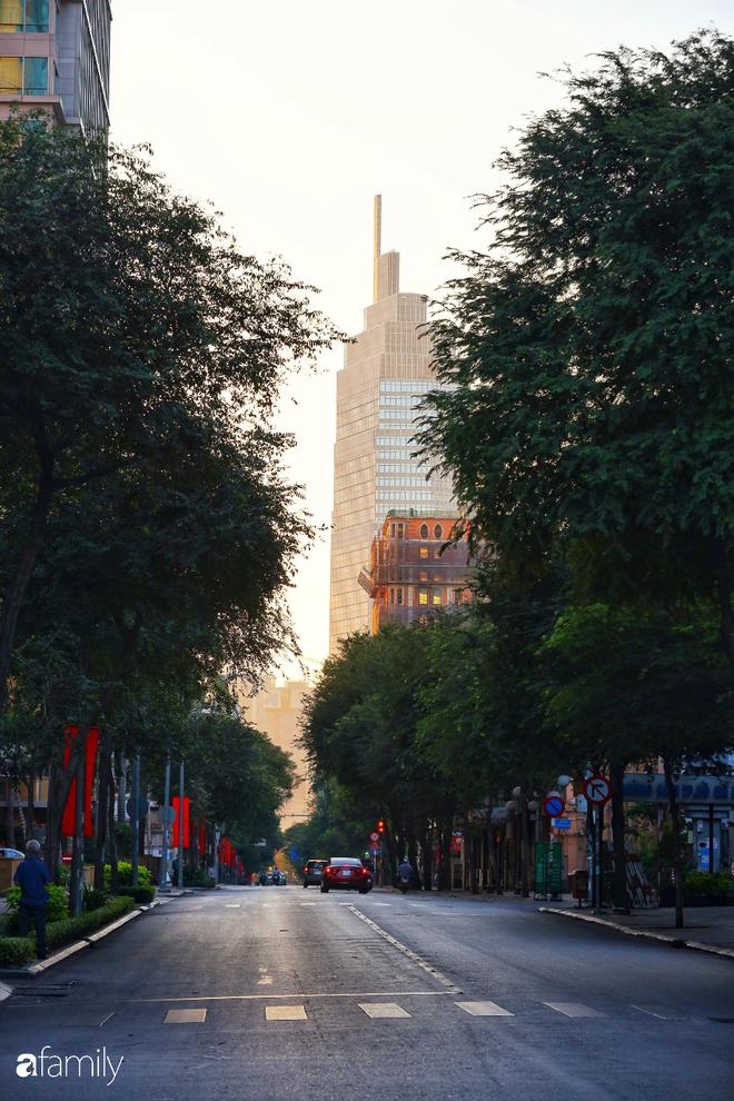 Chùm ảnh cực phẩm 1 năm chỉ có 1 lần cảnh đường phố Sài Gòn vắng vẻ khác lạ, cảm giác quá đỗi thanh bình vào sáng mùng 1 Tết - ảnh 30