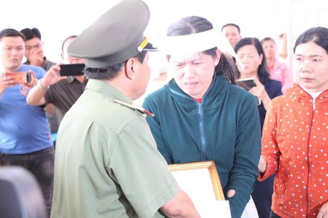 Bộ Công an thăng cấp hàm cho cảnh sát khu vực bị đâm vào ngày 30 Tết - ảnh 3