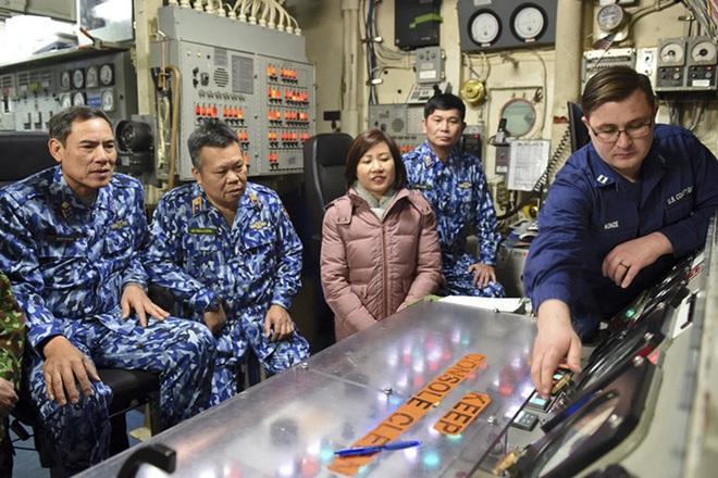 [ẢNH] Cảnh sát biển Việt Nam thăm tàu tuần tra USCGC John Midgett sắp được Mỹ bàn giao - Ảnh 2.