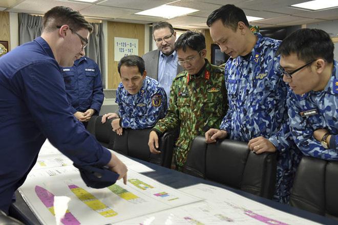 [ẢNH] Cảnh sát biển Việt Nam thăm tàu tuần tra USCGC John Midgett sắp được Mỹ bàn giao - Ảnh 3.