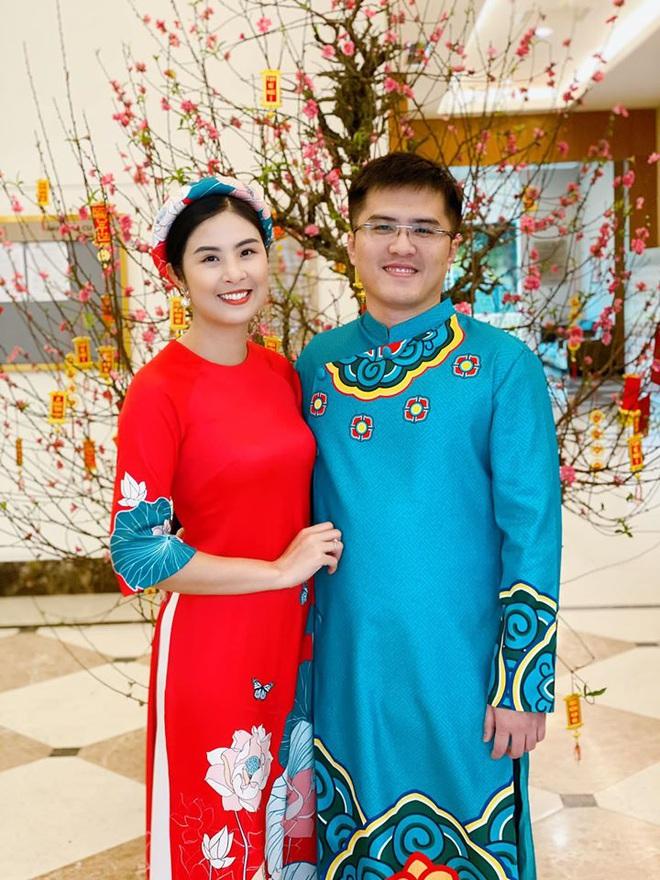 Hoa hậu Ngọc Hân đăng ảnh tình tứ với chồng sắp cưới - Ảnh 1.