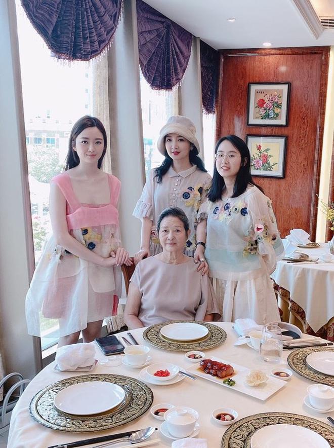 Ba thế hệ gia đình Hoa hậu Đền Hùng Giáng My gây ngỡ ngàng bởi nhan sắc xinh đẹp - Ảnh 2.