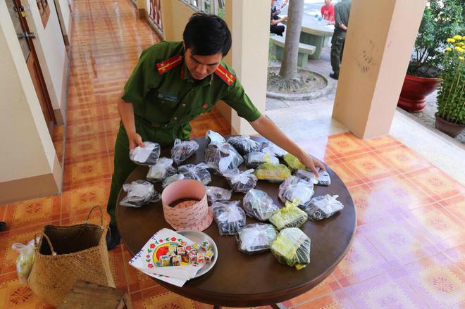 Bắt 27 đối tượng tổ chức đá gà, lắc tài xỉu ăn tiền ngày Tết - Ảnh 1.