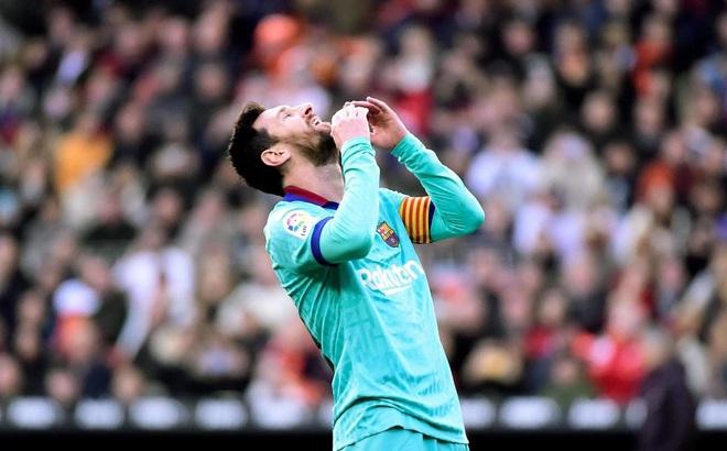 """Messi """"tịt ngòi"""", Barcelona phơi áo chờ Real Madrid vượt mặt soán ngôi đầu"""