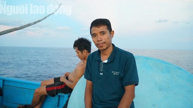 Những ngư dân đón Tết giữa trùng khơi - Ảnh 10.