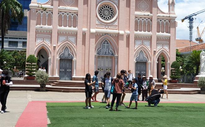 Nhà thờ Con Gà ở Đà Nẵng lo ngại dịch bệnh, ngưng đón khách