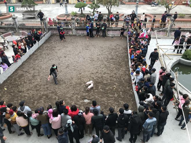 Độc đáo hội chợ câu vịt, bịt mắt bắt lợn tổ chức 1 năm 1 lần  - Ảnh 9.