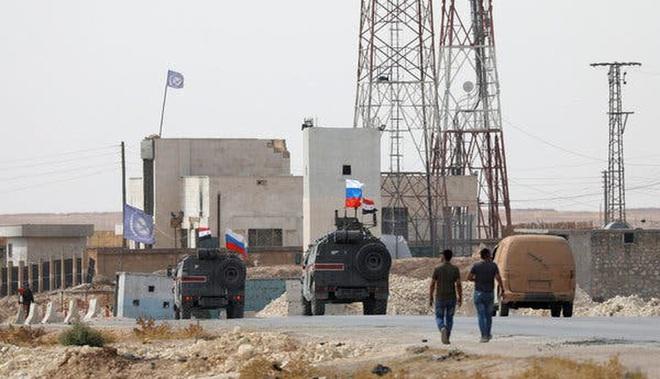 Mỹ cắt đứt hoàn toàn khả năng tiếp cận căn cứ El Kamyshli của binh sĩ Nga - Ảnh 15.