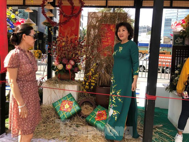 Vì sao tiểu cảnh ở phố đi bộ Nguyễn Huệ tả tơi - Ảnh 21.