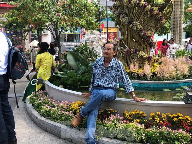 Vì sao tiểu cảnh ở phố đi bộ Nguyễn Huệ tả tơi - Ảnh 6.