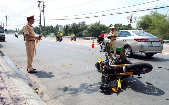 Tai họa xảy ra với thanh niên chạy mô tô phân khối lớn đối đầu taxi Mai Linh