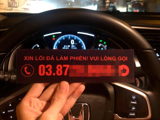 Đỗ xe trước cửa nhà người lạ, tài xế nhận được tin nhắn không ngờ ngày đầu năm mới - Ảnh 1.