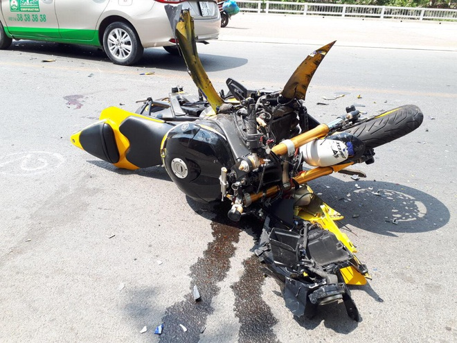 Tai họa xảy ra với thanh niên chạy mô tô phân khối lớn đối đầu taxi Mai Linh - Ảnh 2.