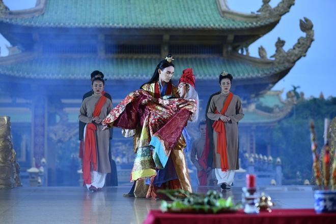 Nguyễn Trần Trung Quân diễn cảnh tình tứ gây ám ảnh với đồng nghiệp nam - Ảnh 4.