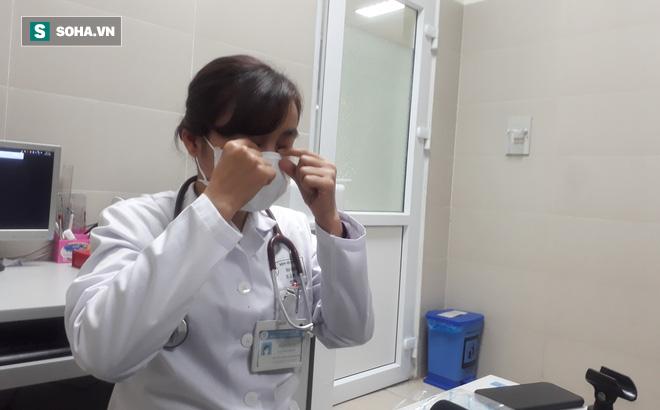 Bác sĩ hướng dẫn đeo khẩu trang y tế đúng cách để phòng lây nhiễm virus corona