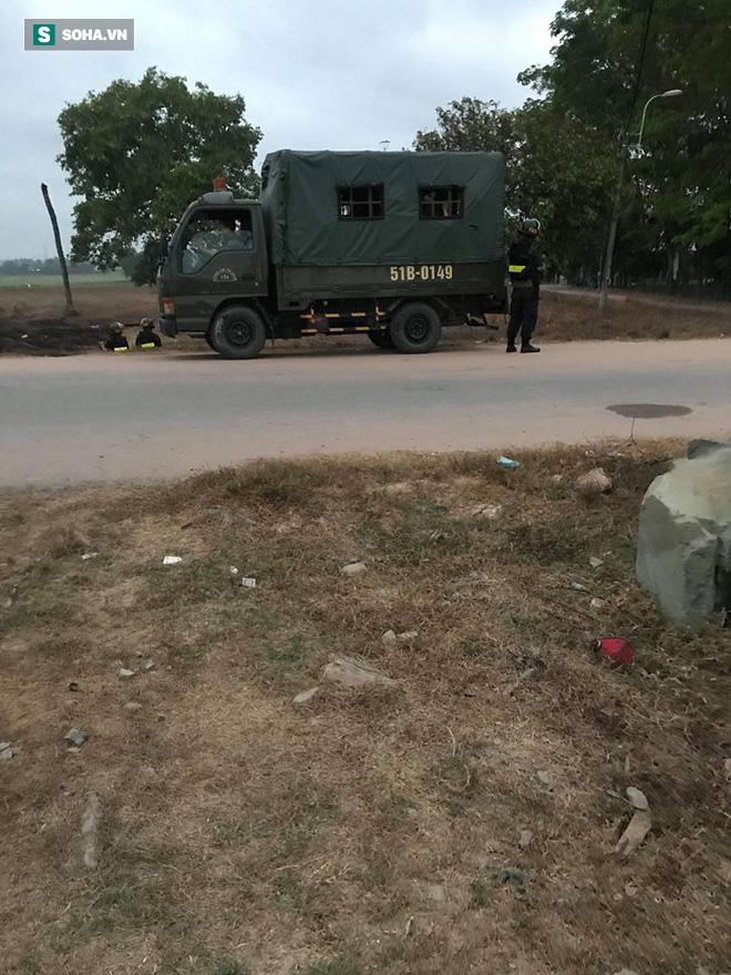 500 cảnh sát trang bị vũ khí đang truy bắt kẻ bắn chết 5 người ở Sài Gòn: Dùng flycam để áp sát vòng vây - Ảnh 15.