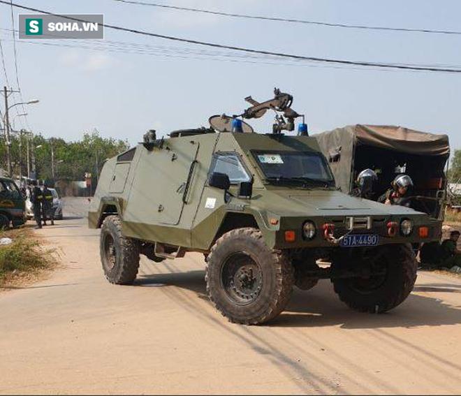 500 cảnh sát trang bị vũ khí đang truy bắt kẻ bắn chết 5 người ở Sài Gòn: Dùng flycam để áp sát vòng vây - Ảnh 12.