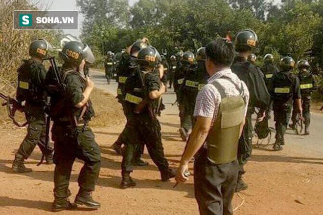500 cảnh sát trang bị vũ khí đang truy bắt kẻ bắn chết 5 người ở Sài Gòn: Dùng flycam để áp sát vòng vây - Ảnh 2.