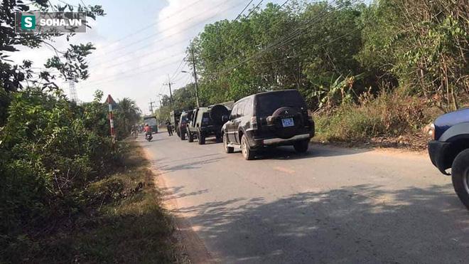 500 cảnh sát trang bị vũ khí đang truy bắt kẻ bắn chết 5 người ở Sài Gòn: Dùng flycam để áp sát vòng vây - Ảnh 3.