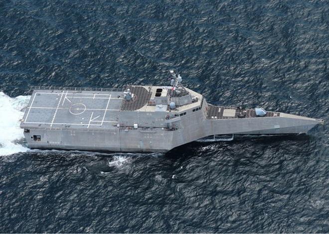 [ẢNH] Quái vật ba thân của Mỹ bất ngờ áp sát đảo phi pháp trên biển Đông - Ảnh 12.