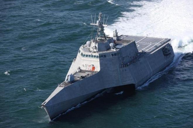 [ẢNH] Quái vật ba thân của Mỹ bất ngờ áp sát đảo phi pháp trên biển Đông - Ảnh 13.