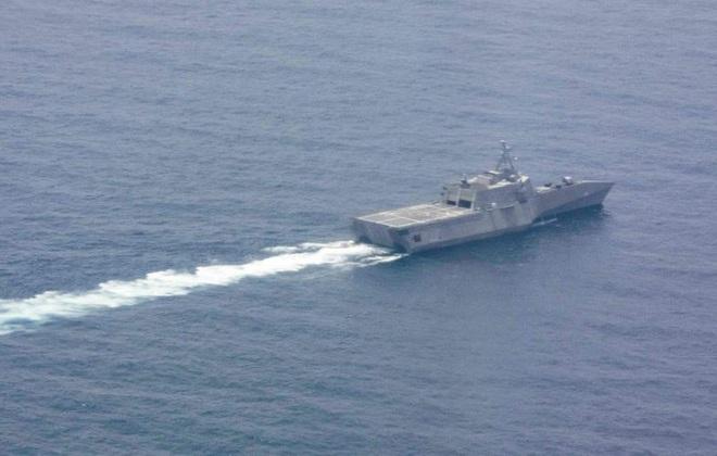 [ẢNH] Quái vật ba thân của Mỹ bất ngờ áp sát đảo phi pháp trên biển Đông - Ảnh 4.