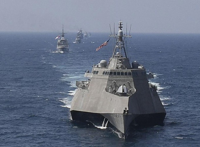 [ẢNH] Quái vật ba thân của Mỹ bất ngờ áp sát đảo phi pháp trên biển Đông - Ảnh 7.