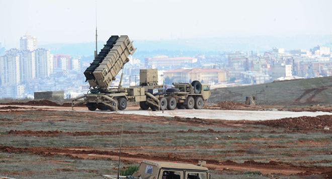 Tên lửa Patriot nhận lệnh tới căn cứ quân sự Mỹ bị Iran tấn công: Chờ Iraq cấp phép - Ảnh 1.