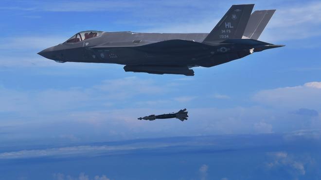 Vận đen của nhà sản xuất máy bay F-35: Pháo 25 mm vô dụng, 800 lỗ hổng chết người? - Ảnh 11.