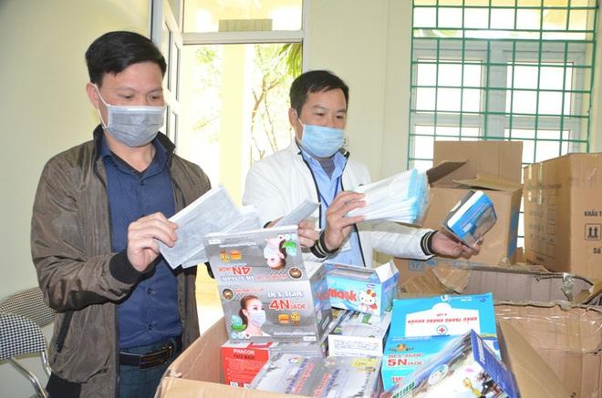 Bắt nam thanh niên mang 9000 khẩu trang y tế  sang Trung Quốc bán kiếm lời - Ảnh 1.